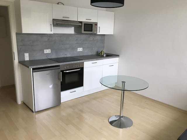 Einfache Einzimmer-Wohnung i Herzen von Lindenthal
