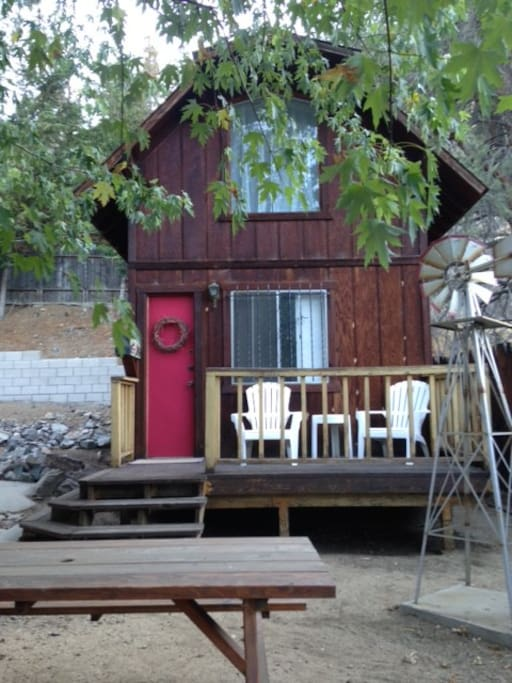 Porch to sip wine on while star-gazzing
