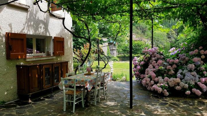 Cévennes - Maison entre collines et rivière