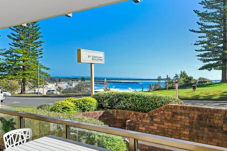 Sunny & Spacious - opposite Town Beach! - Port Macquarie