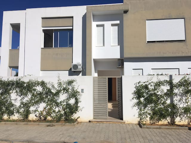 Appartement 2 chambres avec jardin à Yasmine
