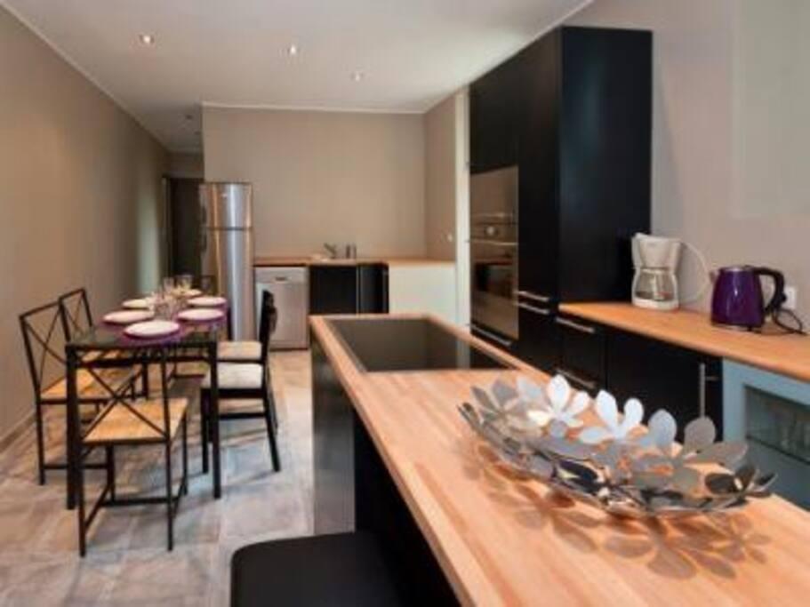 Cuisine - family room entièrement équipée.