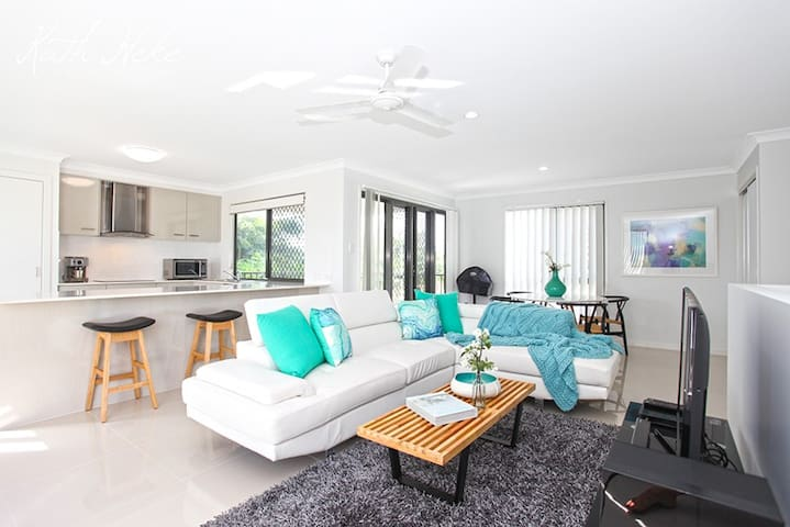 Beach Breeze Holiday Home - Mackay - Townhouse