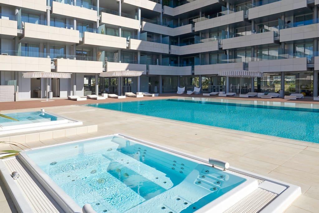 jacuzzi ,pool , fitness  room
