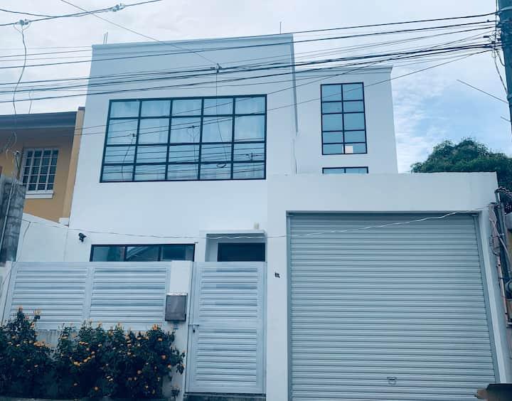 White Rock Home Rental: 3-Storey&3BR ModernHouse