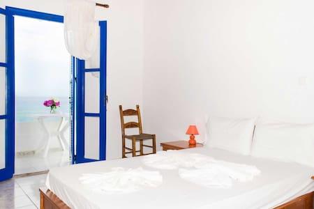 Sunrise rooms and tavern - Frangokastello - Bed & Breakfast