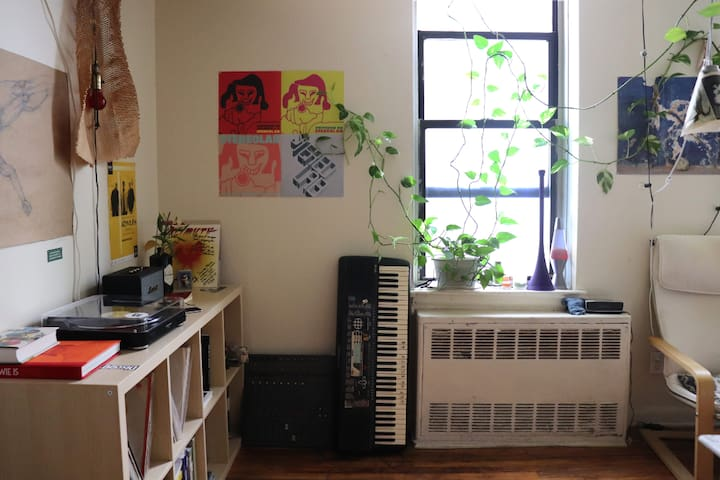 Cozy, Sunny Bedroom available in Crown Heights