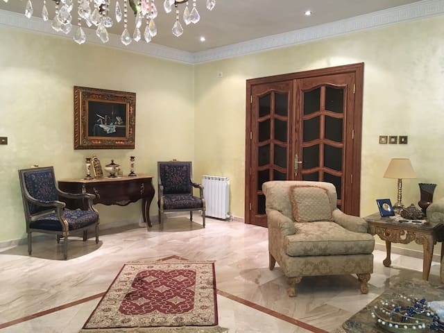 Spacious Villa - 7 People - Dahyet el Rashid