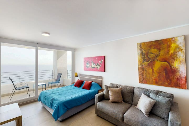 Elegant studio apartment with stunning ocean views and access to shared pool