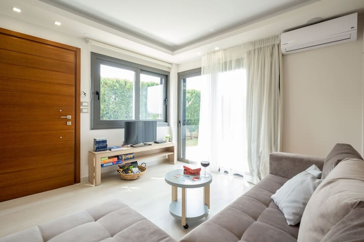 Living room. A very comfortable sofa bed with views to the garden. A flat tv with cable access also available, internet, books, board games and more. Comfortable sofa bed can sleep 2 more people