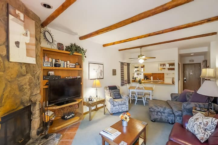 Mountainview condo in Cascade Village w/shared pool/hot tub/sauna