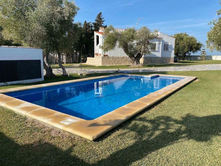 Villa Andaluza con Piscina Privada