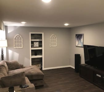Contemporary, Cozy Finished Basement - Sleeps 3