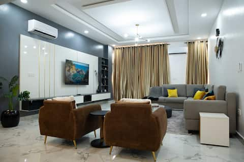 2 Bed Home + Superfast Wifi & 247 Private Security