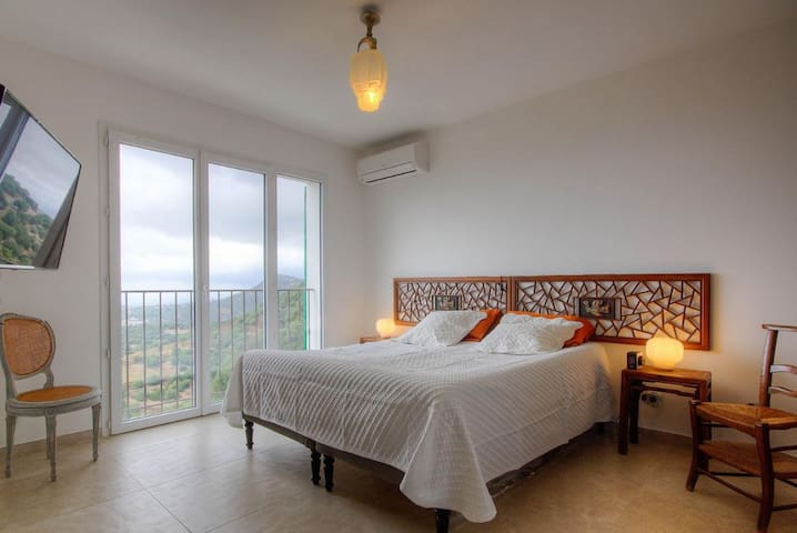 La première Chambre avec lit double jumelé