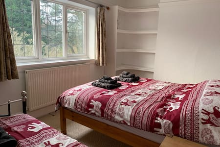 Comfy triple bedroom in Moseley