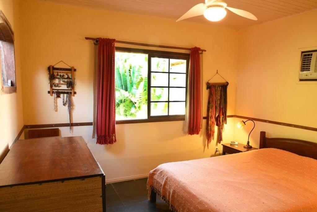 Suite 1 - cama queen size com ventilador de teto