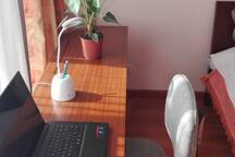 Desktop with 2 lamps and wifi to work