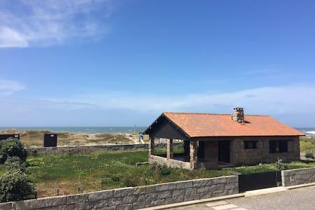Casa junto à praia [Carreço, Viana] - Viana do Castelo - วิลล่า