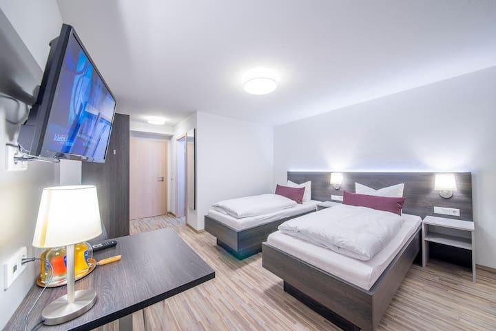 Seminarhotel Nürnberger Hof (Neumarkt i.d. Oberpfalz), Zweibettzimmer mit Dusche und WC - modernes Ambiente
