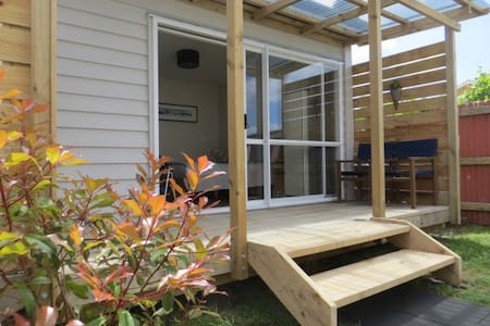 Hauraki Rail Trail Cabin With Ensuite in Paeroa