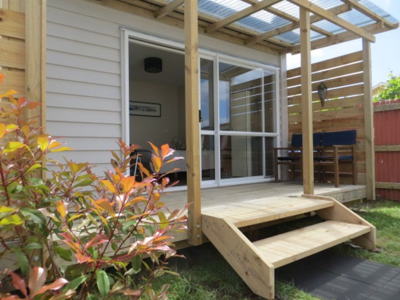 Cute private cabin with ensuite, kichenette and own garden. Right in the middle of Paeroa town.