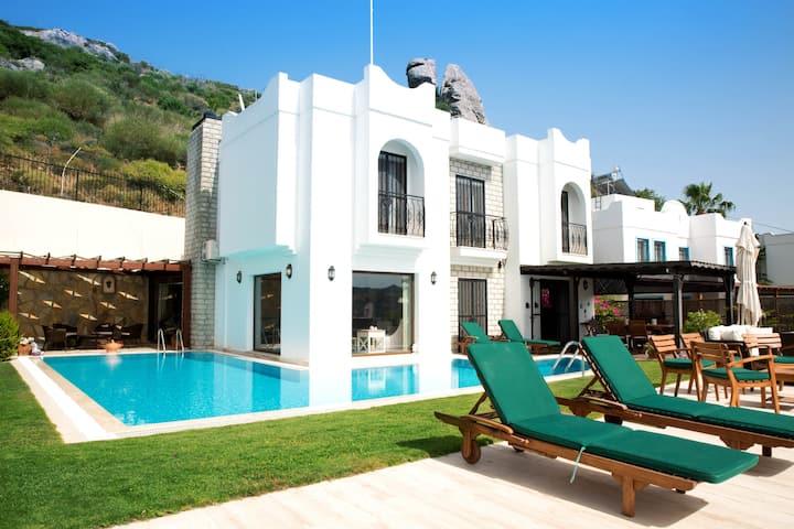 Bodrum Yalıkavakta 5 Odalı Havuzlu Villa BD4103