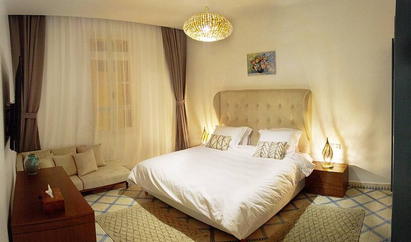 Riad Borj Elbaroud: chambre lit king-size deluxe