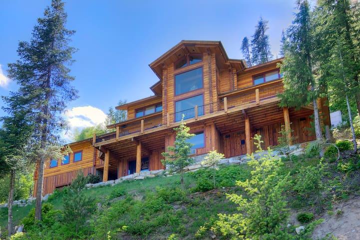 MIRACLE LODGE - Luxury home with hot tub! - Leavenworth - Cabin