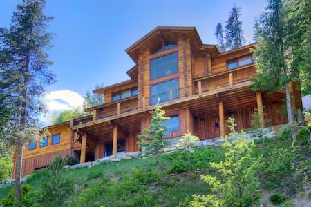 MIRACLE LODGE - Luxury home with hot tub! - Leavenworth