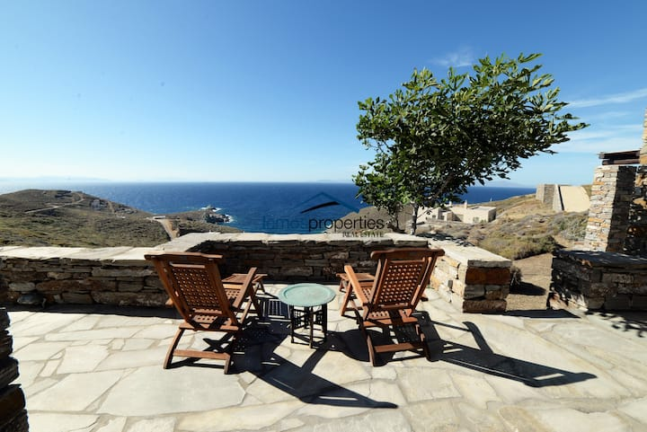 Original stone villa with a fantastic sea view.