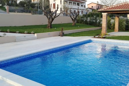 Vila Jolanda with swimming pool - Brnobići - Villa
