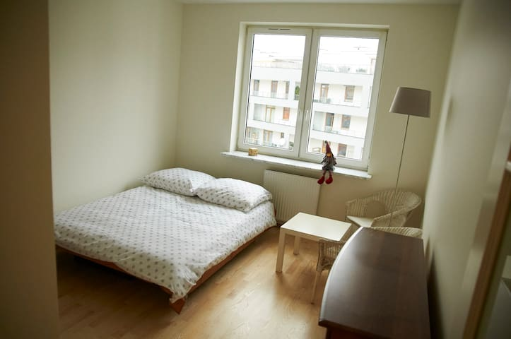 Excellent appartment and connection to city center - Warszawa - Bed & Breakfast