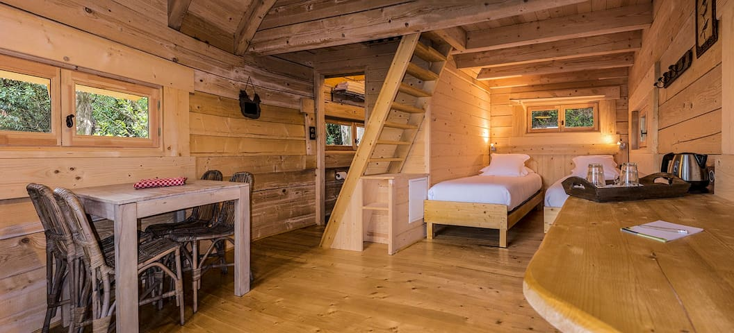 Une cabane dans les bois, à 10 km de Carcassonne - Villalier - Stuga