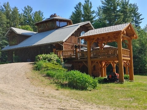 Beautiful log home with views - close to beaches