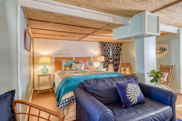 Seaside Studio at Vilano - Cozy Hideaway in vintage cottage steps from beach, Free Attractions Daily