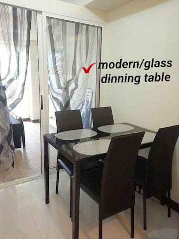 Zinnia Towers Condo Unit w/ 1 Bedroom and Balcony - เกซอนซิตี - อพาร์ทเมนท์