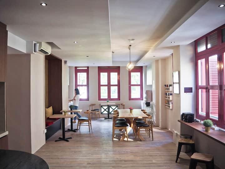 Brand new cosy hostel@city centre(Single capsule)
