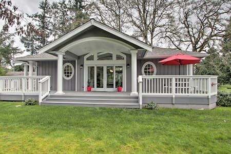 Contemporary Tacoma Cottage w/ Deck & Pond!