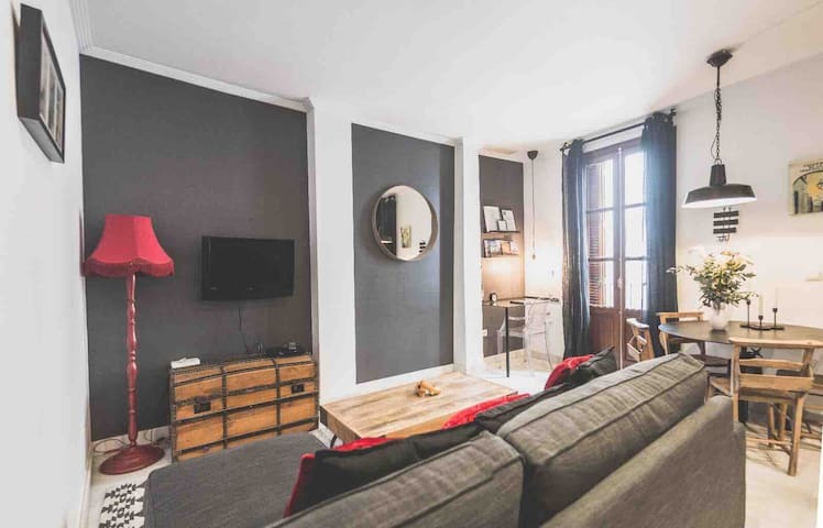 Boho chic apartment next to Mercado de Triana