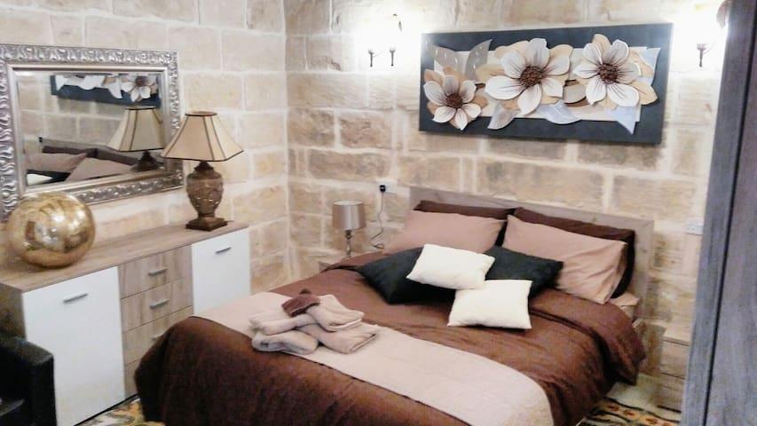 2 Bedroom Town House Qala, Gozo. Malta