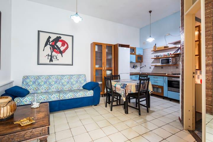 Soggiorno-cucina con divano letto matrimoniale