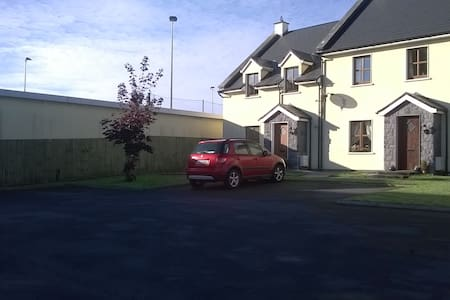 Double or twin rm in modern home(2) - Portumna - Bed & Breakfast