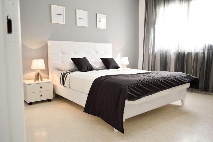 BEDROOM 1/CHAMBRE 1