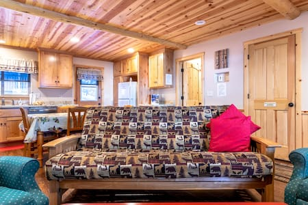 Clean and Comfy Cabin, close to The Lake!