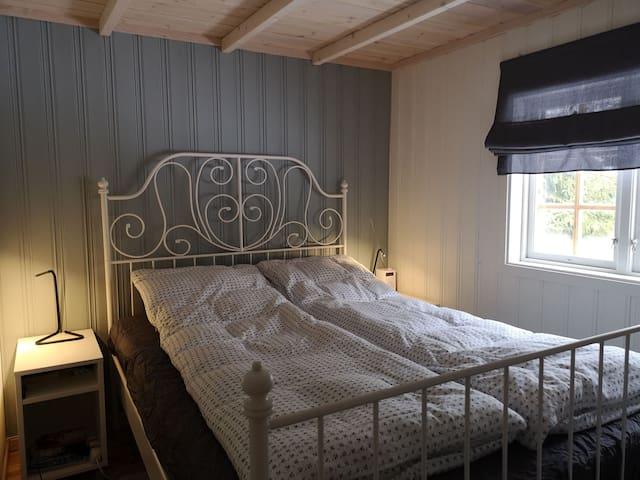 140cm seng. 2 enkeltdyner.