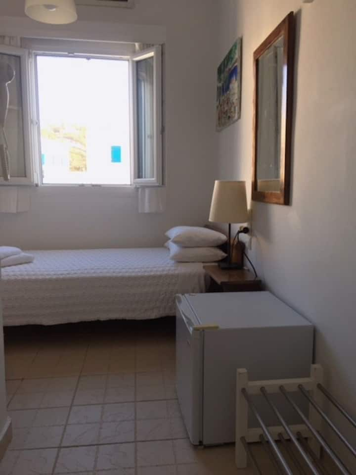 Small single room (tiny bathroom) in Mykonos town