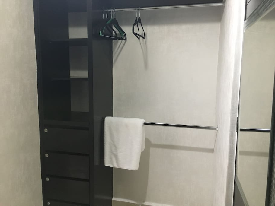 amplios closets en cada habitación
