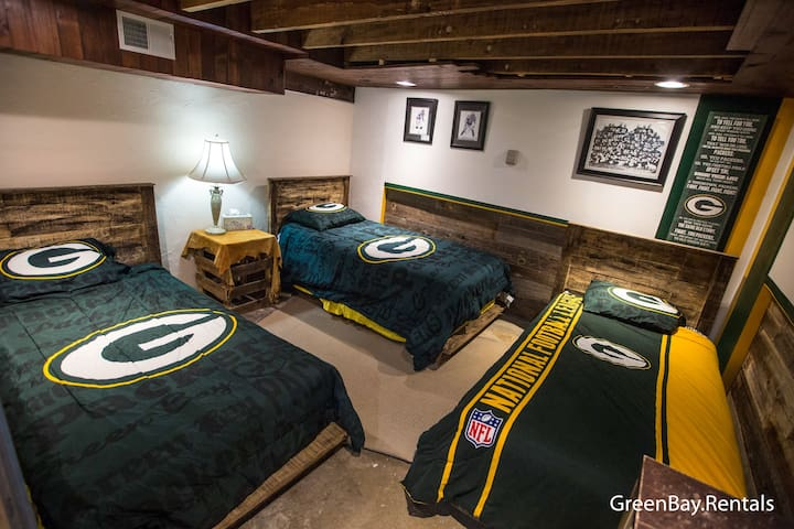 Packer Themed Room ☀️ Warm and Cozy!