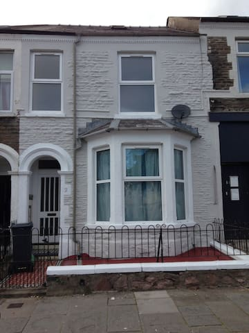 Entire 4 bed house for rent in Cathays - Cardiff - Rumah